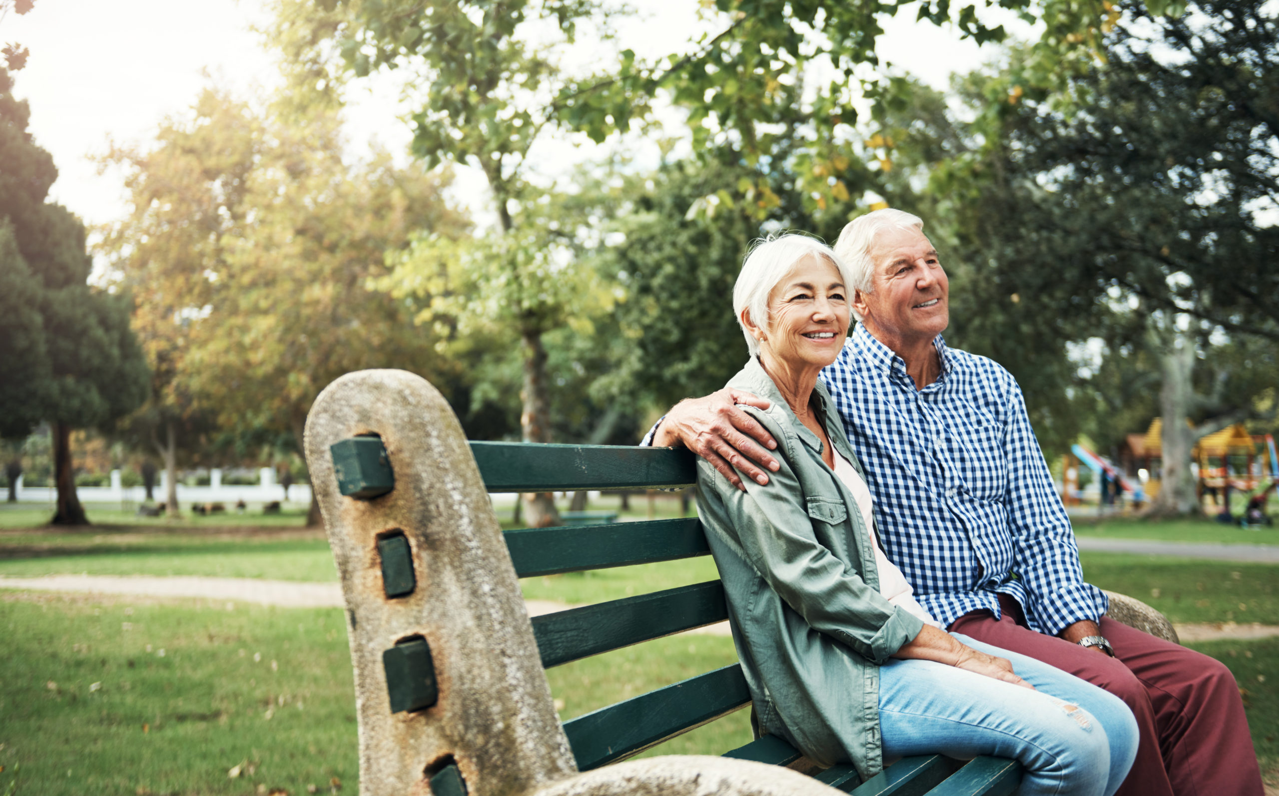 alavida lifestyles refer a resident -people sitting on a bench